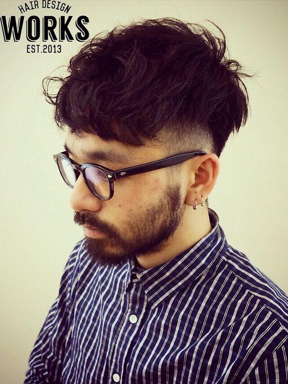 短めの刈り上げから前髪にかけてのシルエットがかっこいいメンズ外国人風ショートヘアー