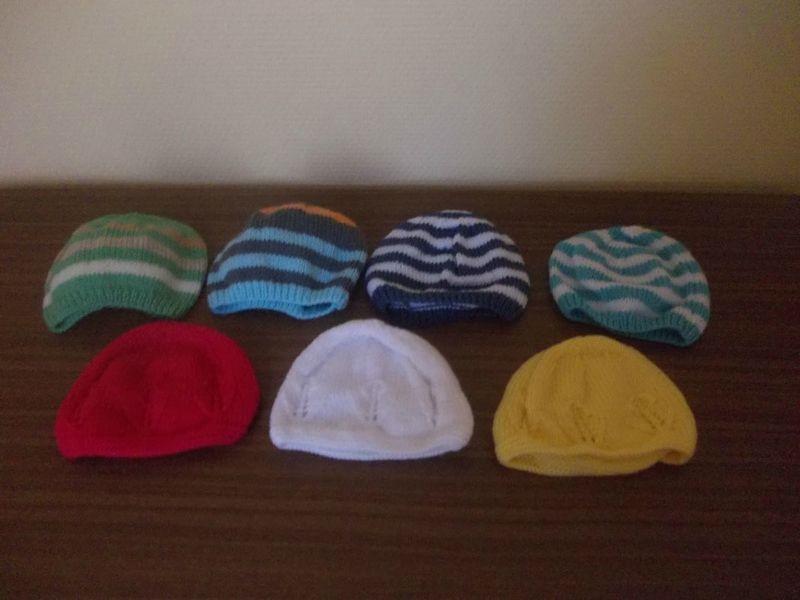 Explications sur le blog de l atelier de Mam Yveline Chacune de mes  brassières est accompagnée d un petit bonnet (modèle bonnet lutin sans. c442cd7a26a