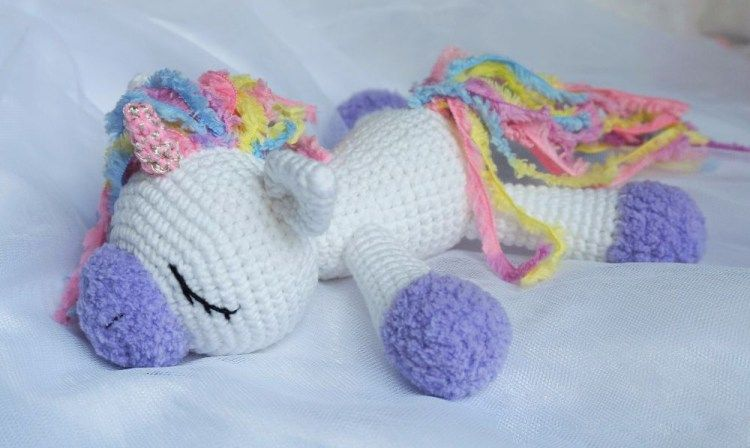 Sleeping unicorn pony crochet pattern   Einhörner, Häckeln und Kostenlos