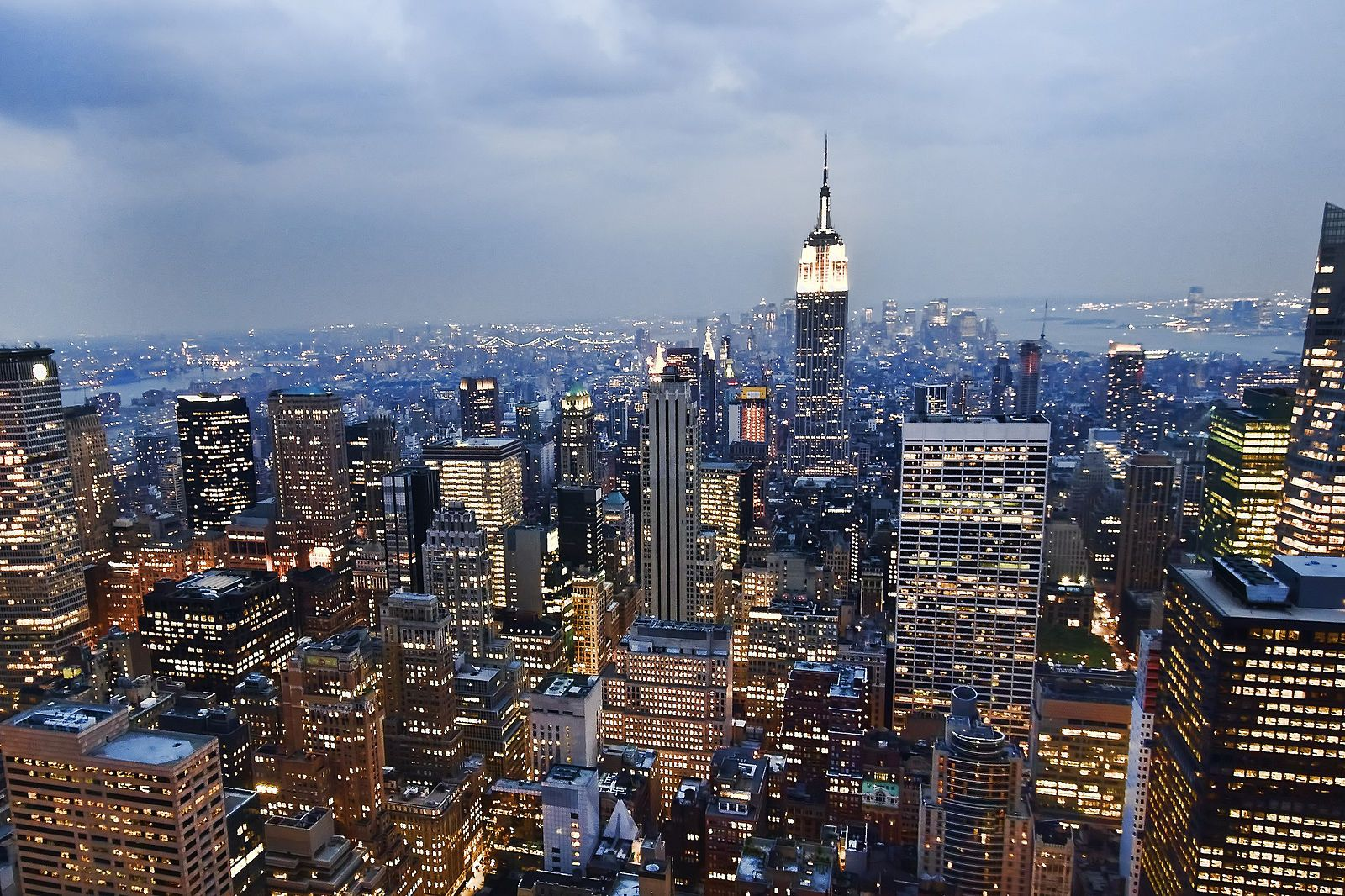 File:View of the Empire State Building from the Rockefeller Center observation deck NYC - 18 August 2009.jpg