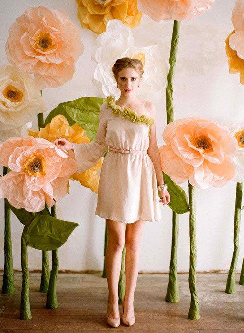 Jardín de flores gigantes de papel | 21 Impresionantes telones de fondo para el photobooth de tu boda