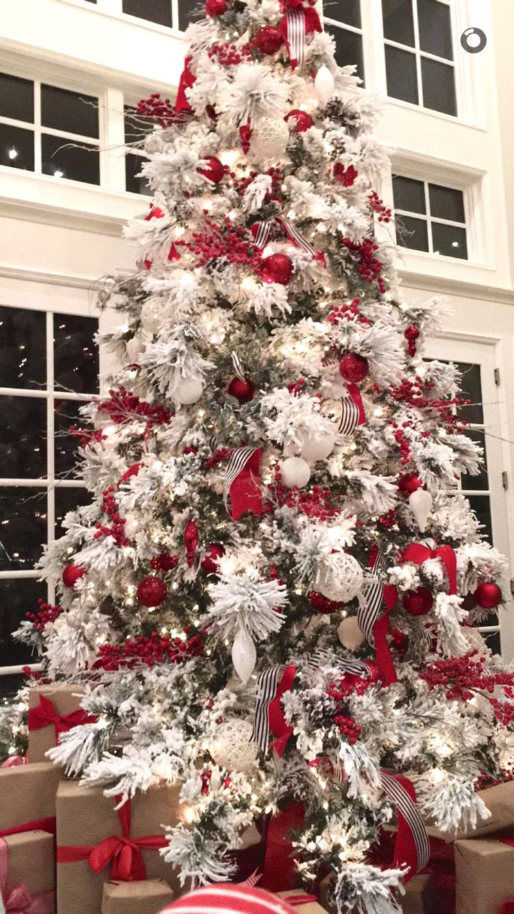 The Perfect Flocked Tree With All The Red Trimmings Rachel Parcell Style White Flocked Christmas Tree Flocked Christmas Trees Decorated Frosted Christmas Tree