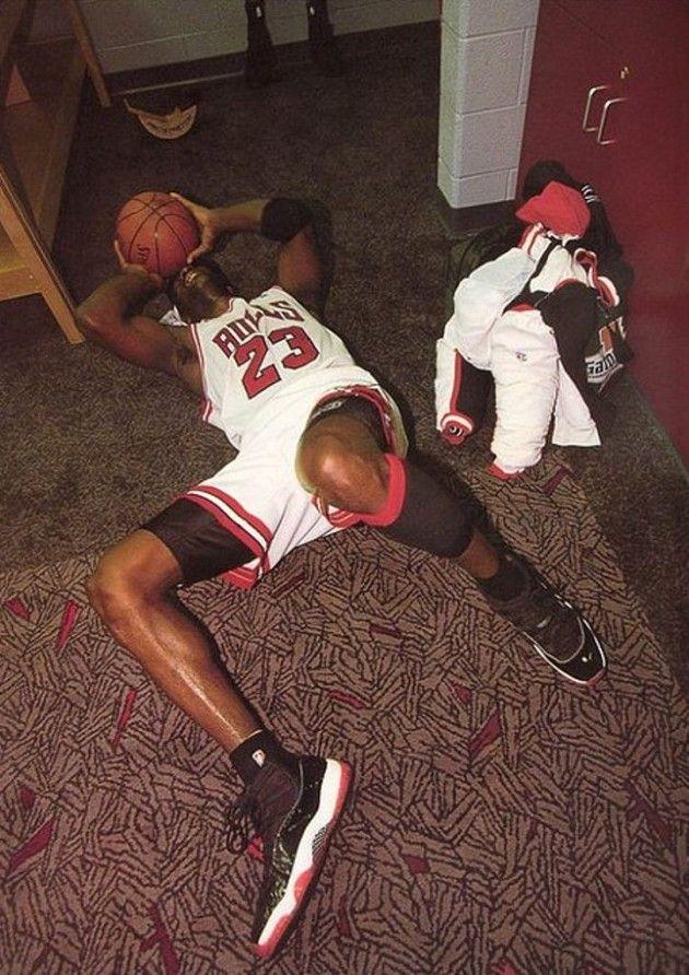 "30984c2d7c2eed 1996 – Air Jordan 11 ""Playoffs"" """