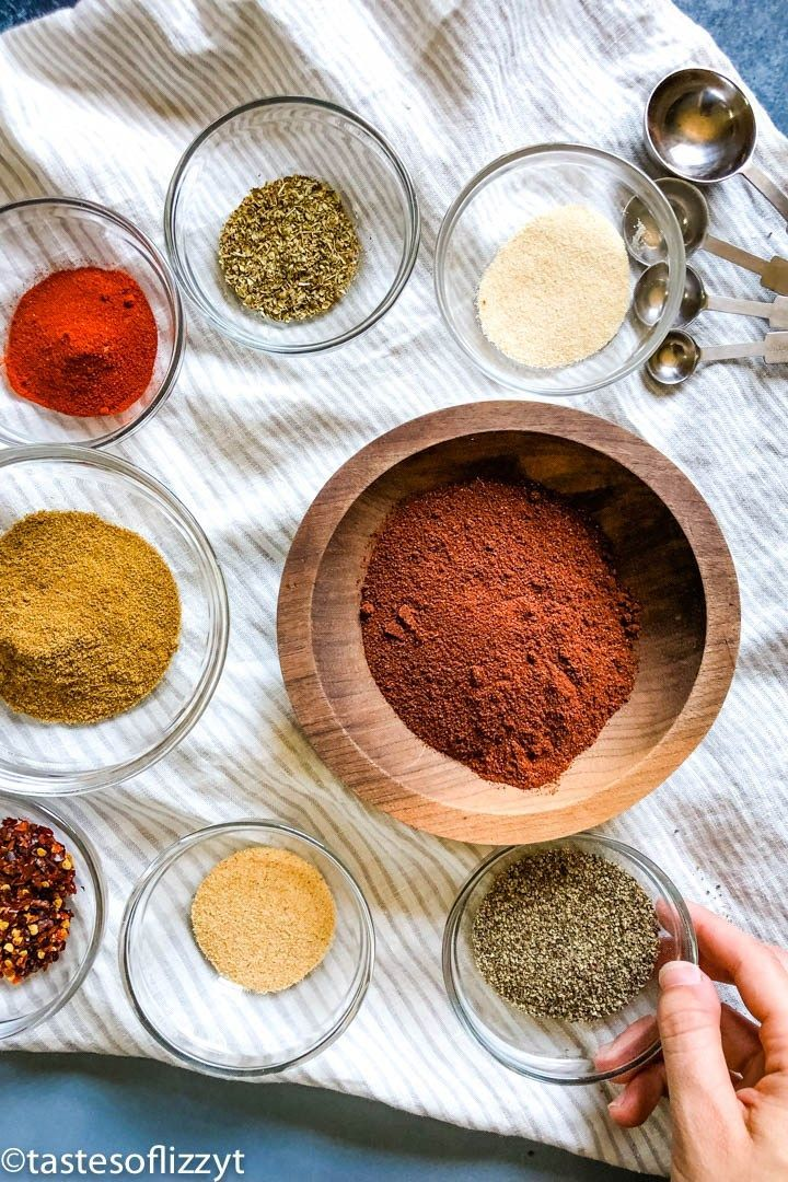 No sugar added! Make up a bulk mix of this healthy Homemade Taco Seasoning for an easy mexican dinner and great taco flavor. #maketacoseasoning No sugar added! Make up a bulk mix of this healthy Homemade Taco Seasoning for an easy mexican dinner and great taco flavor. #diytacoseasoning