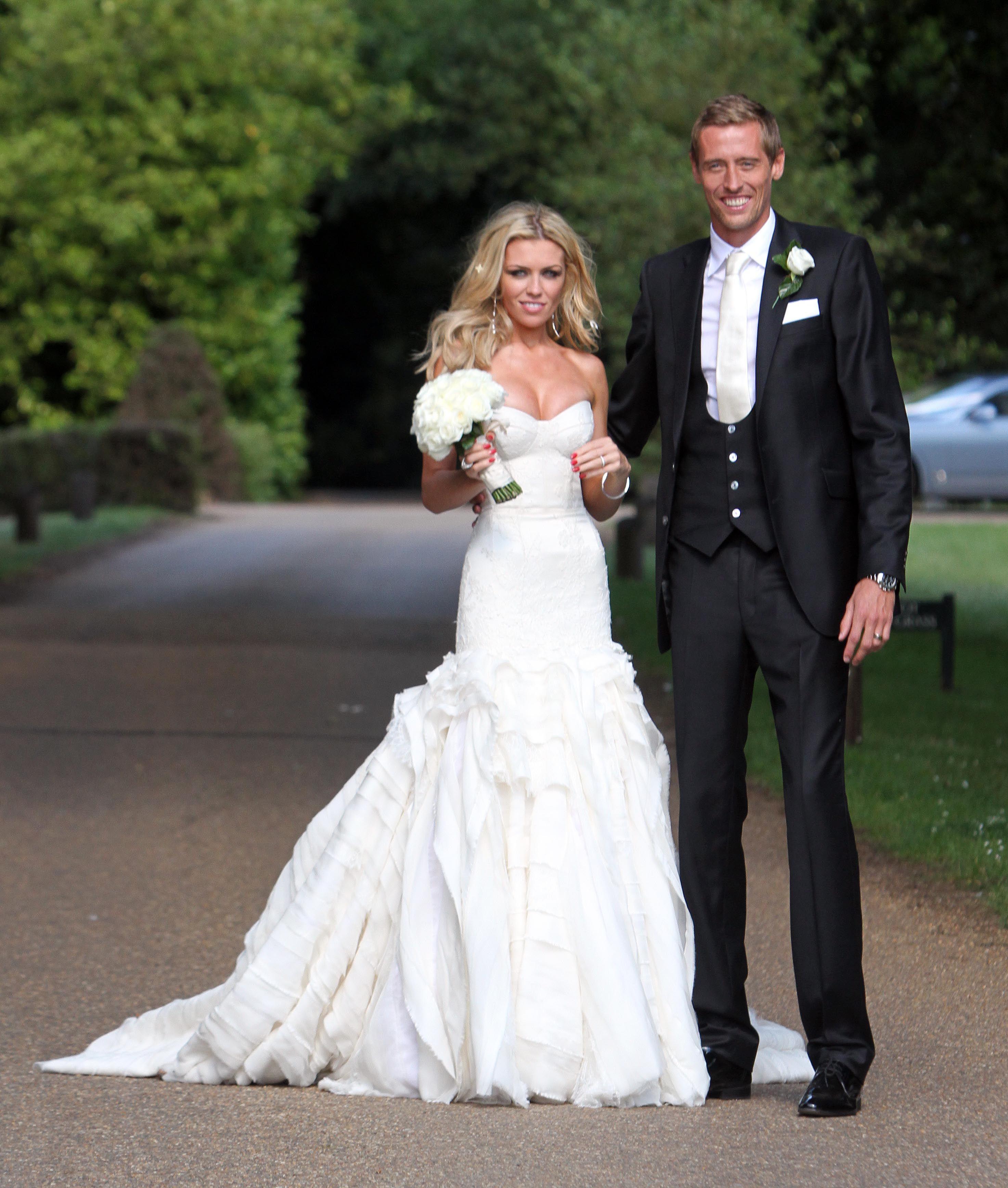 Pin ni Emily Dalak sa Wedding Gowns | Pinterest