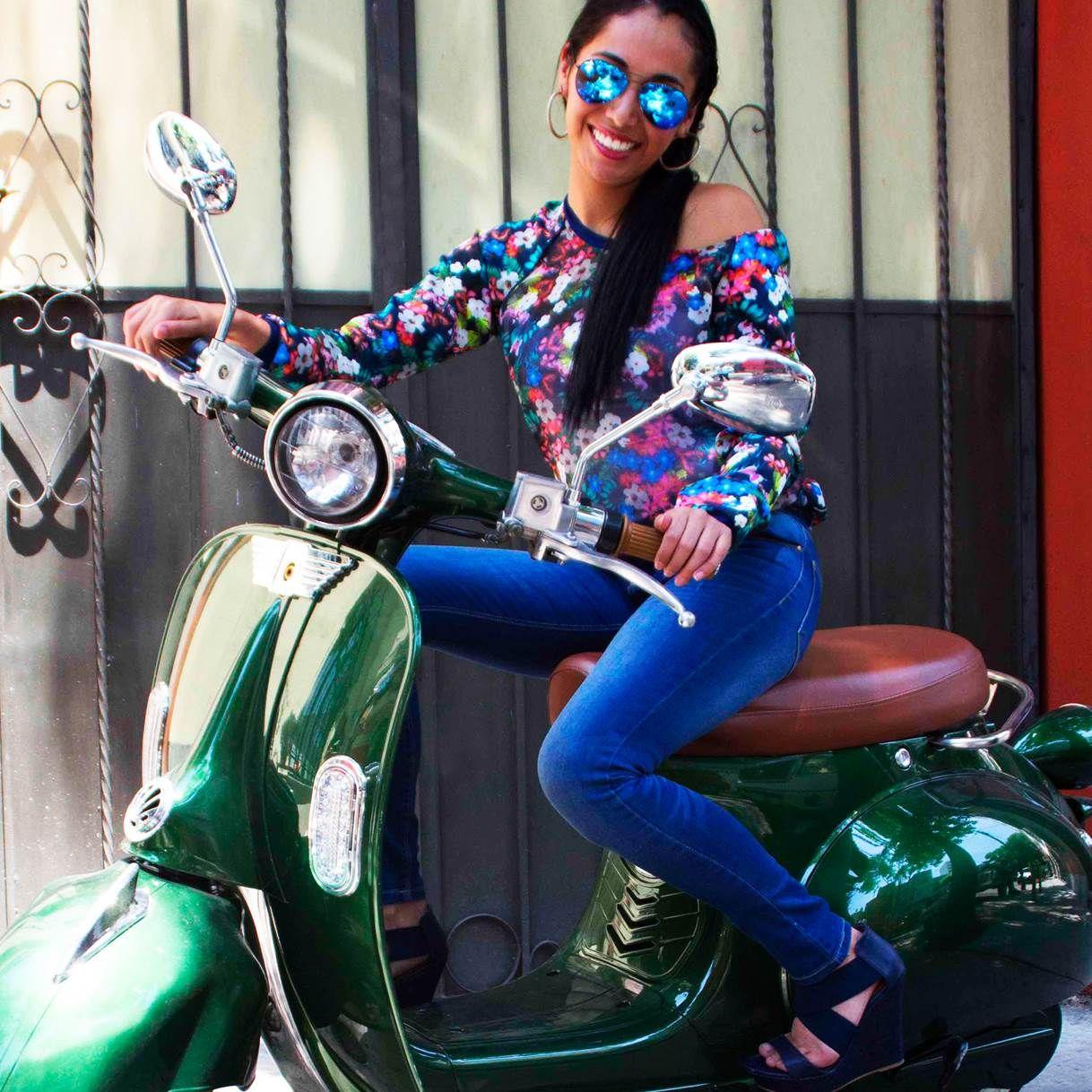 Buscamos inspiración por las calles de la ciudad, andamos de fashion tour ♡ #ILOVEPS #bike #style #FloralPrint #jeans #aoutfit #girl  Visítanos en → http://tiendaenlinea.priceshoes.com/