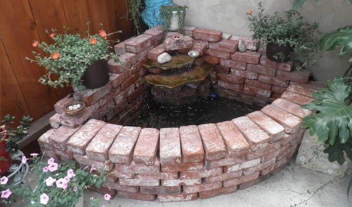 Billig Aber Sehr Schon Benutzen Sie Zur Wiederverwendung Alte Ziegelsteine Und Bilden Sie Einer Dieser Schonen Garte Brick Decor Brick Projects Brick Planter