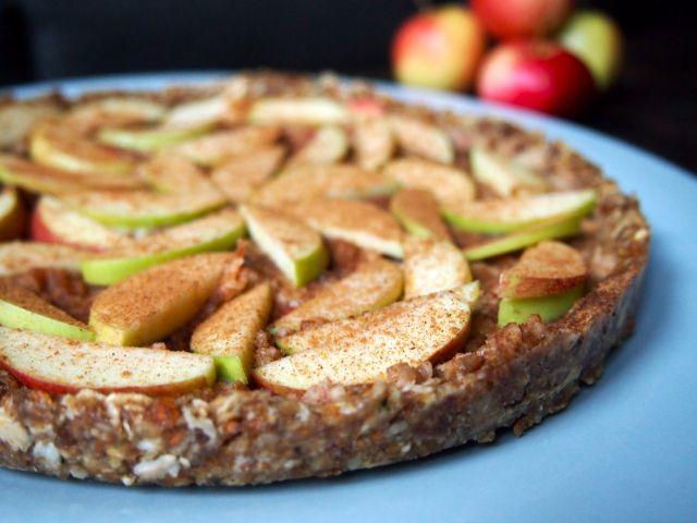 Syksyinen omenapiirakka (raaka)