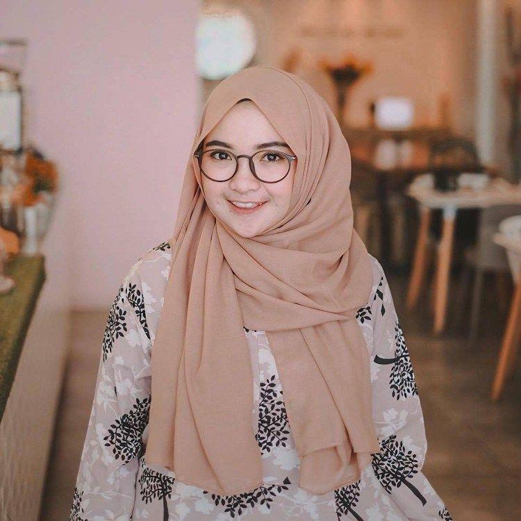 Tutorial Hijab Pashmina Untuk Muka Lebar Di 2020 Baju Muslim