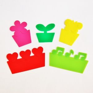 These brightly coloured silicone dividers have a dual purpose; to add decoration to a bento lunch and to separate different foods from each other.  They are also known as 'baran' and take their name from a common Japanese plant which used to be used in bento boxes to separate food. This cute set of five...Read More »