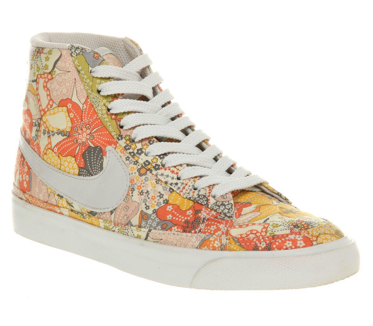 006b4b135f5a THE cutest pair of sneakers I ve seen~ I want  em!