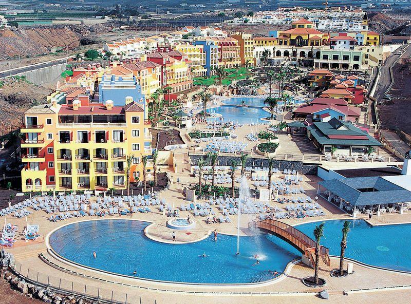 Hotel Bahia Principe Costa Adeje Dit Schitterende En Kleurrijke Resort Bestaat Uit 2 Gedeeltes Namelijk Bahia Principe Tenerife En Bahi Tenerife Bahia Hotels