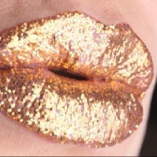 Sparkly Gold Glitter Lips using Glitter Gal products.