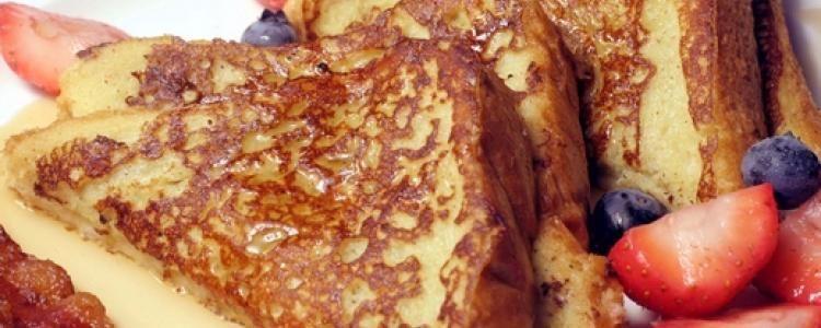 أشهى فطور التوست الفرنسي المكونات 5 بيضات 175 مل من الحليب 40 جم من قشر البرتقال قطع صغيرة 20 جم من القر Toast Recipes Vegan French Toast Recipes