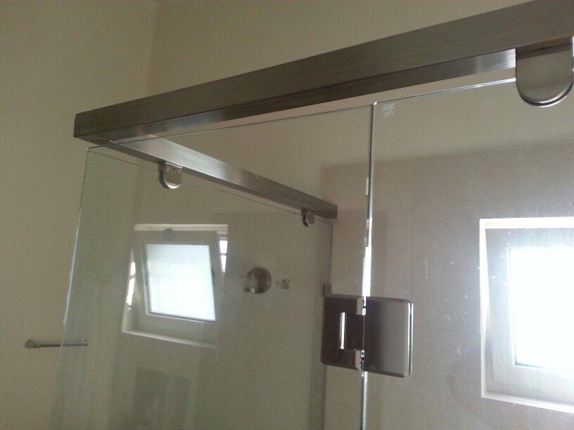 Cancel en vidrio templado con soporte de acero inoxidable for Soporte para bano