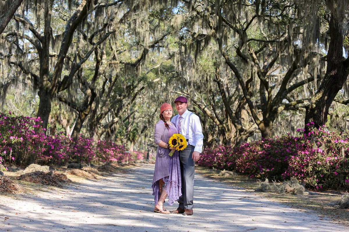Get Married In The Gorgeous Bonaventure Cemetery In Savannah Ga Elopements Make Everything Stress Free And Affordable For Wed Savannah Chat Elope Bonaventure