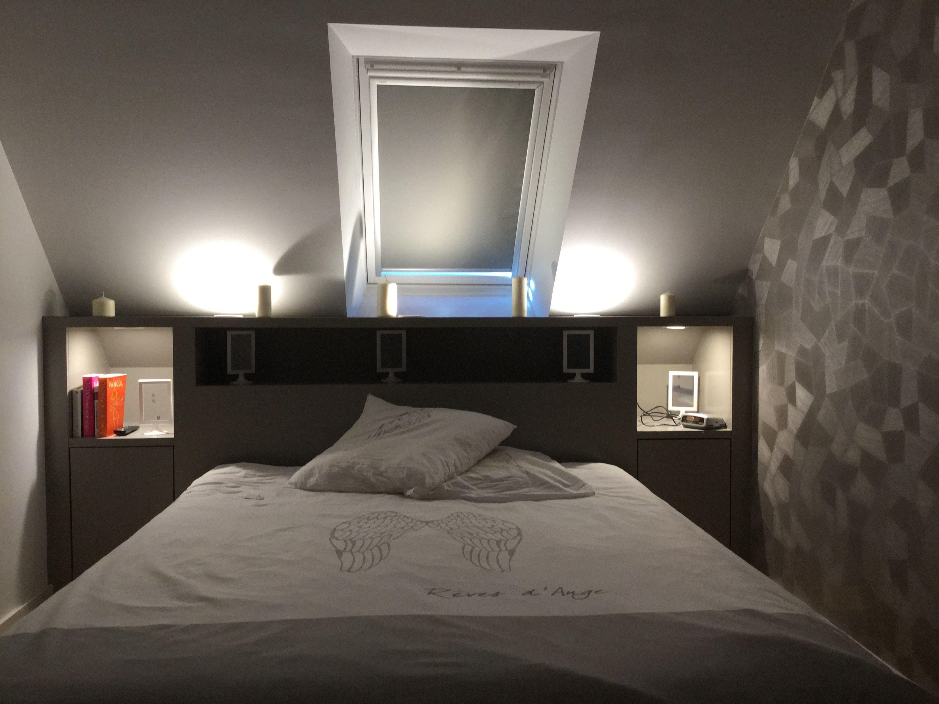 Papier Peint Chambre Mansardée chambre dans les combles; pièce mansardé mobilier : lit