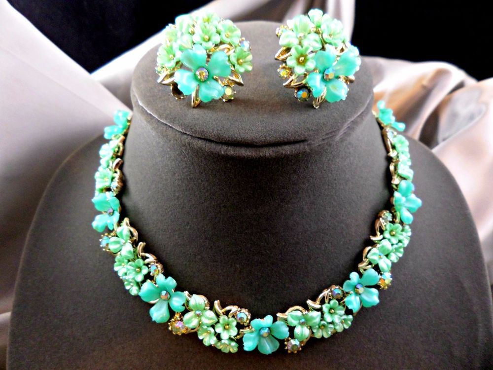 Green and White Plastic Floral Demi Parure Necklace and Earrings