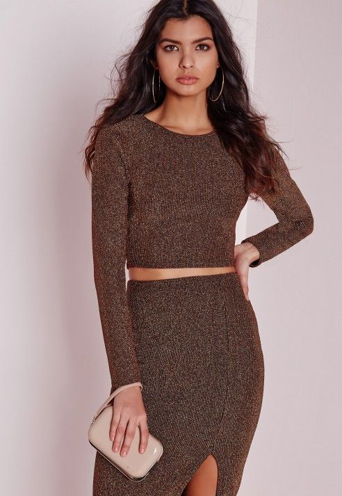 Spread some sparkle this party season in this bronze glitter top co-ord. With ribbed glitter detail and bodycon fit, wear with the matching pencil skirt, fierce heels and a bold clutch to ensure all eyes a re on you.