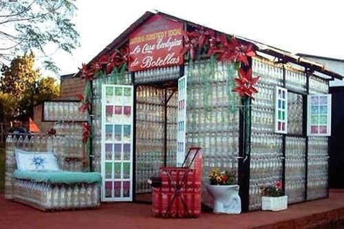 plastic bottle house art pinterest ideen. Black Bedroom Furniture Sets. Home Design Ideas