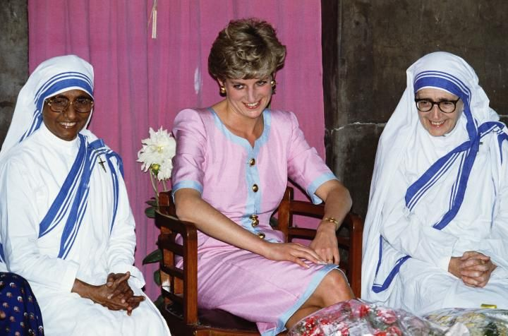 The Princess of Wales with two nuns during a visit to Mother Theresa's headquarters in Calcutta, India, 15th February 1992. Diana is wearing a dress by Catherine Walker. (Photo by Jayne Fincher/Getty Images)