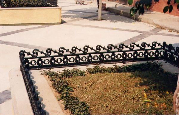 Celos a para jardinera fundida en aluminio o hierro gris - Celosia con jardinera ...