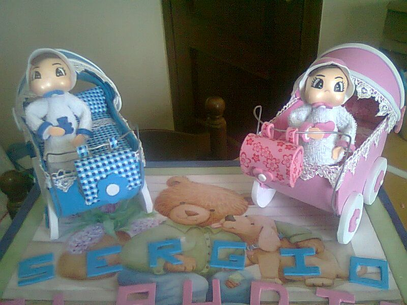 carrito bebe en goma eva con caja regalo