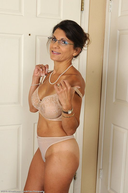 Photos of mature women in lingerie