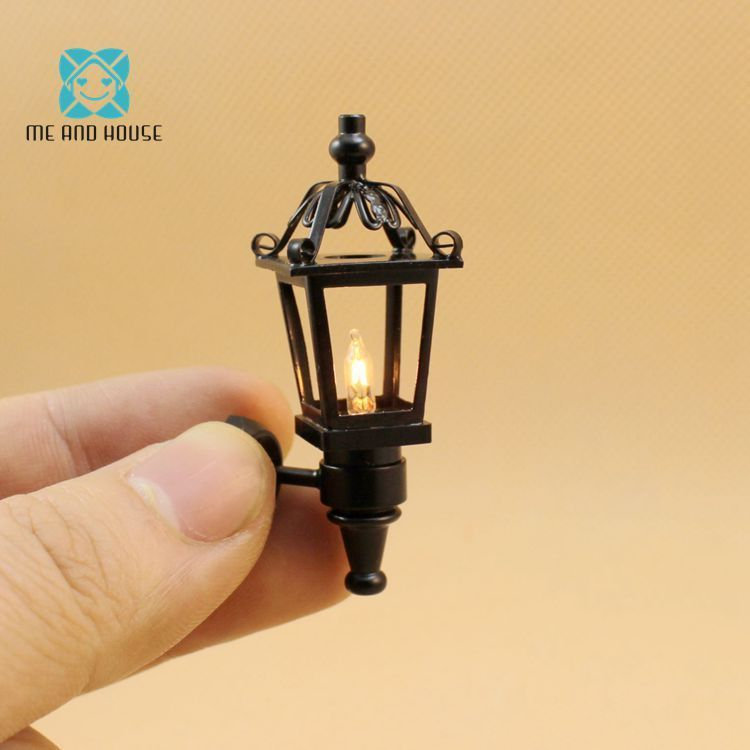 Me and House112 Doll House Miniatures black coach lamp 12