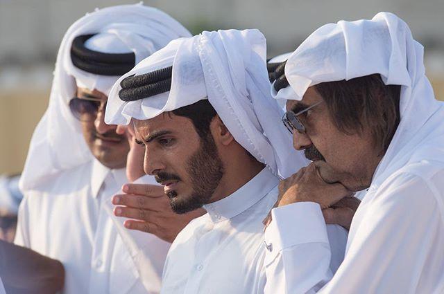 Websta Khk ارتك على كتف يشيل الصعيباتلا ضاقت الدنيا وتلقى خليفة الله يرحمك يابوي خليفة Instagram Prince