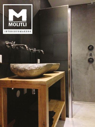 molitli interieurmakers badkamer een prachtige mix van betonstuc oude bouwmaterialen en een wandbekleding van