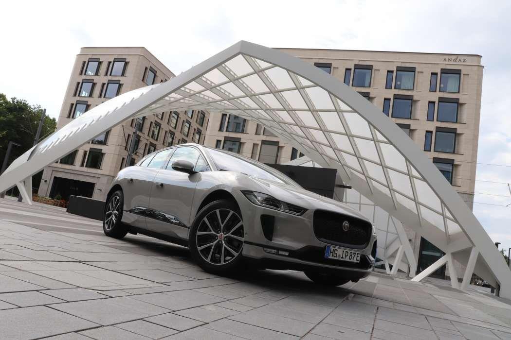 I Pace Kunden Wurden Uber Ein Software Update Informiert Mit Dem Bis Zu Acht Prozent Mehr Reichweite Moglich Sein Sollen Https Elektroauto Jaguar E Auto