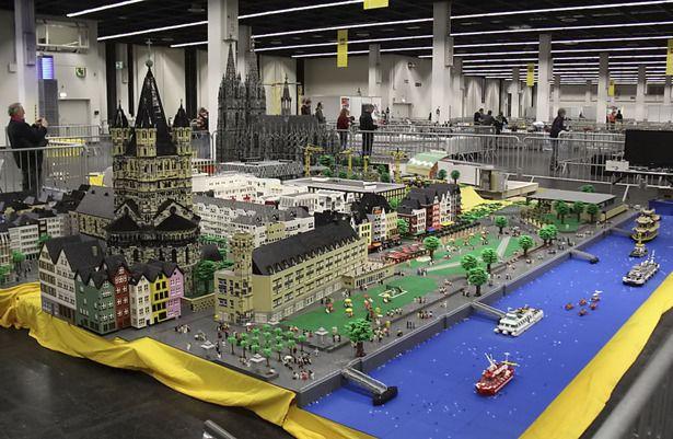 Dom Und Altstadt Aus 5 Millionen Lego Steinen Lego Lego Lego