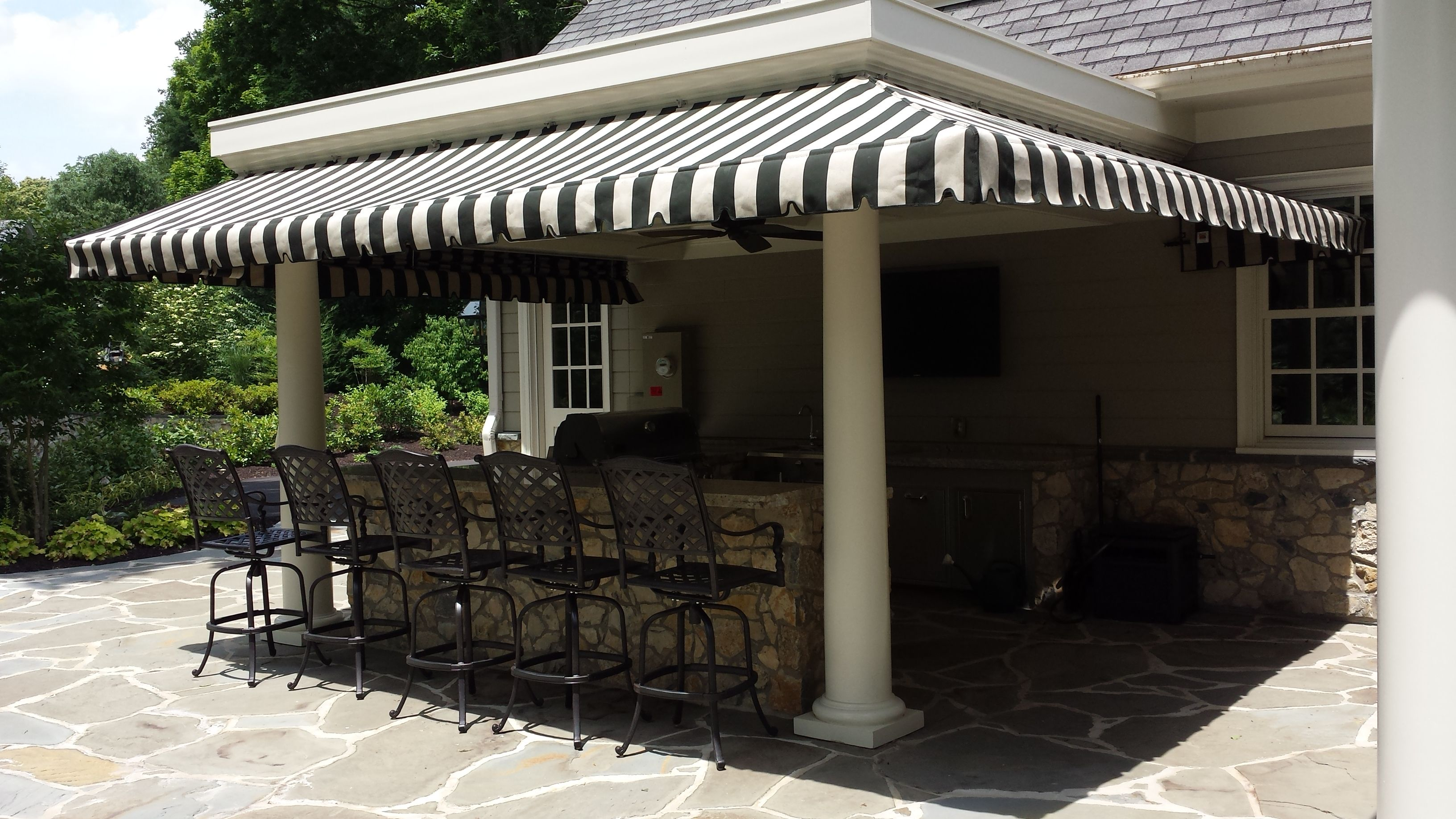 Enhance The Usability Of Your Porch By Installing Custom Fabric