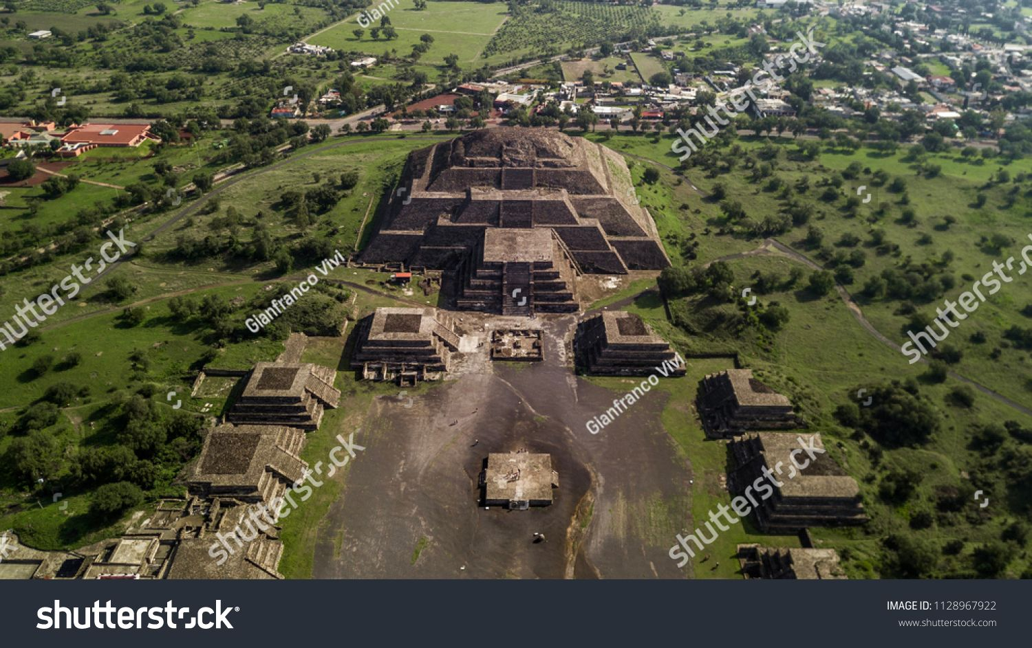 Beautiful Aerial View Of The Mexican Pyramids Of Teotihuacan Sun And Moonview Mexican Beautiful Aerial Teotihuacan Aerial View Ancient Cities