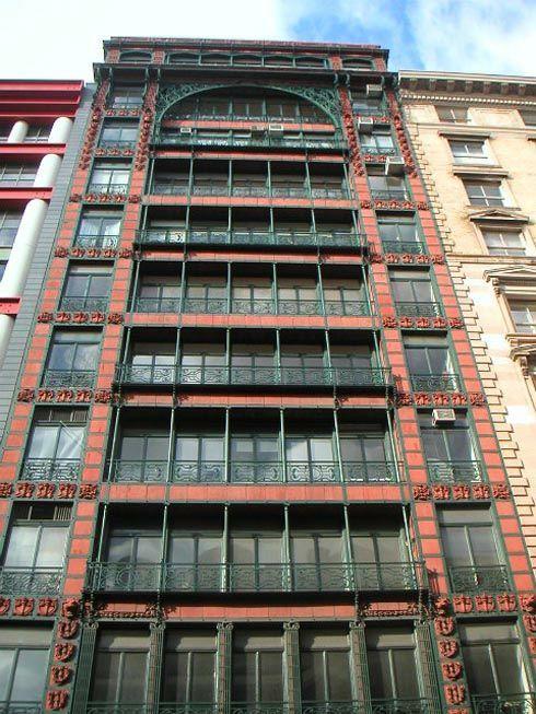 das geb ude aus dem jahre 1904 wurde als lagerhaus f r textilien errichtet die hohen. Black Bedroom Furniture Sets. Home Design Ideas
