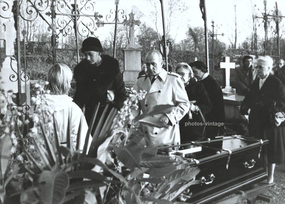 Marisa BERENSON à l enterrement de sa grand mère Elsa SCHIAPARELLI mannequinat