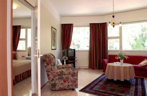 Hotelli Fooninki on korkeatasoinen liikemies ja lomahotelli. Sijainti Hyllykallion kauppakeskuksessa 3,5 km Seinäjoen keskustasta. Minibaari, kaapeli-TV, savuttomia huoneita ym. Edullinen Pub. Hotelli Fooninki kuuluu Finlandia Hotels–markkinointiketjuun, johon kuuluu tällä hetkellä n. 29 mukavaa, moni-ilmeistä, hyvän palvelun hotellia. Finlandia Hotellien Bonuskortilla voit kerätä bonuksia majoitus- ja ravintolapalveluostoista sekä saat monia muitakin etuisuuksia.