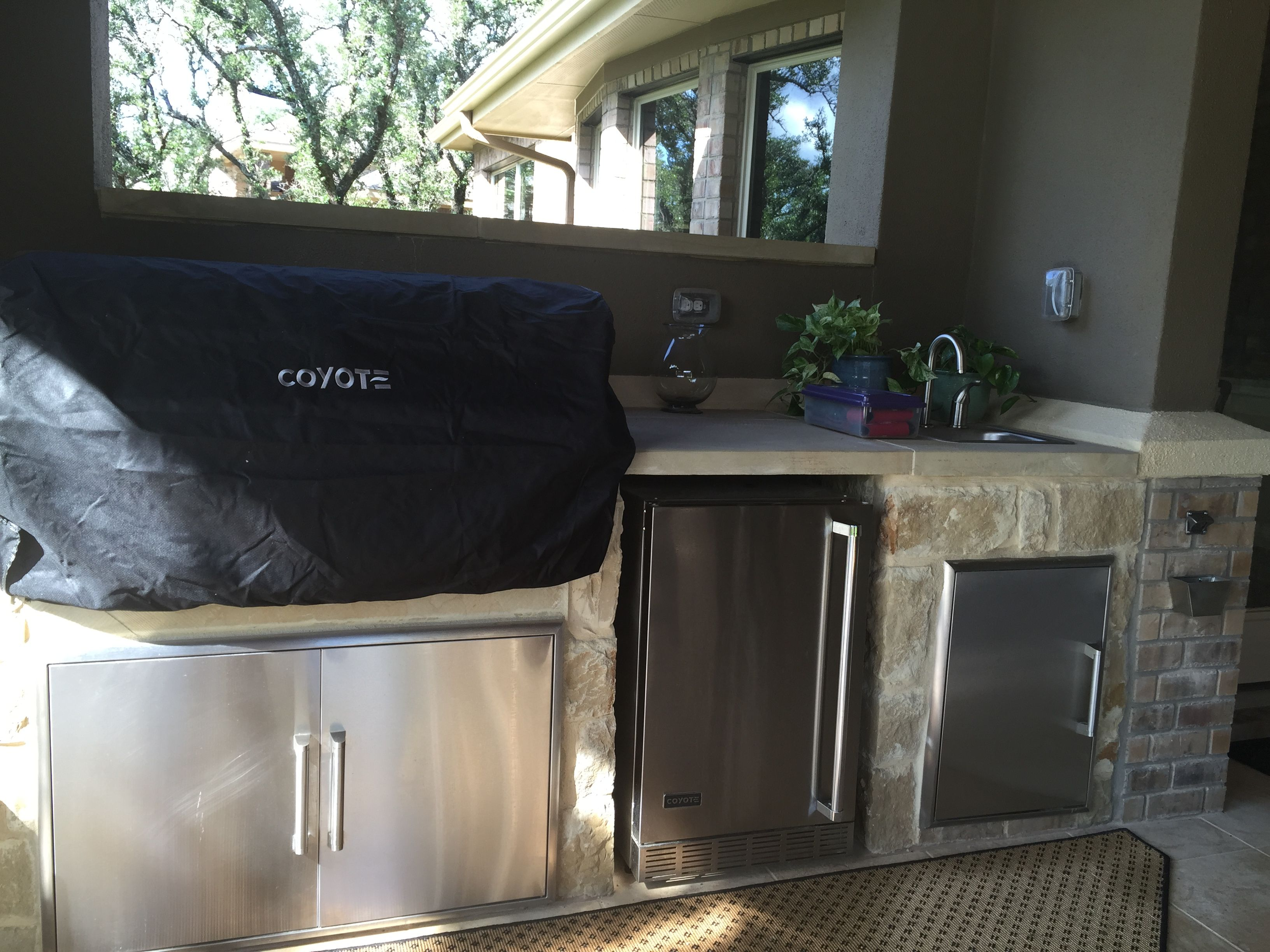 Nice Outdoor Kitchen With Plenty Of Storage Was Another Improvement By Owners New Homes Home Outdoor Kitchen