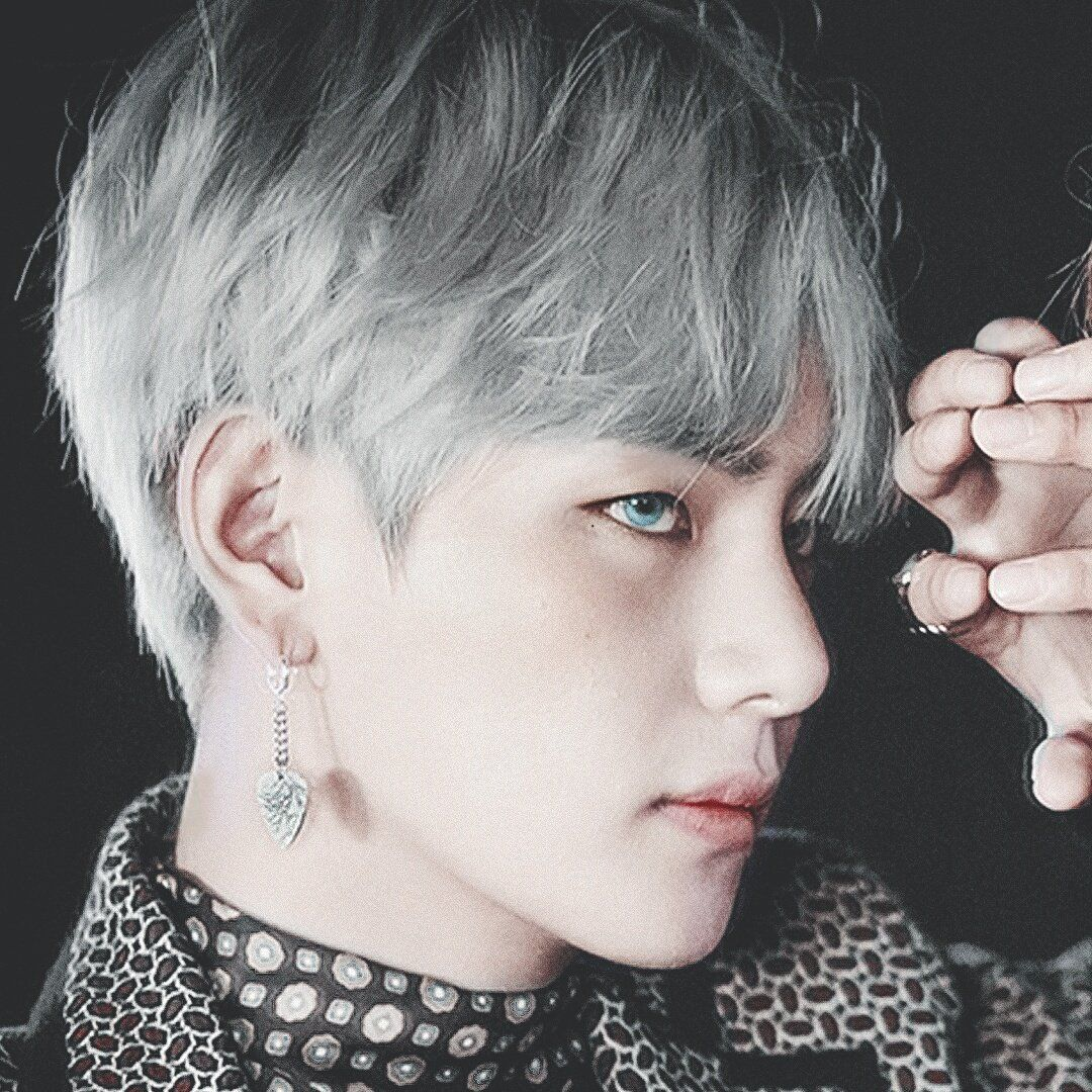 Photoshopped V/Tae With Silver Hair And Blue Eyes