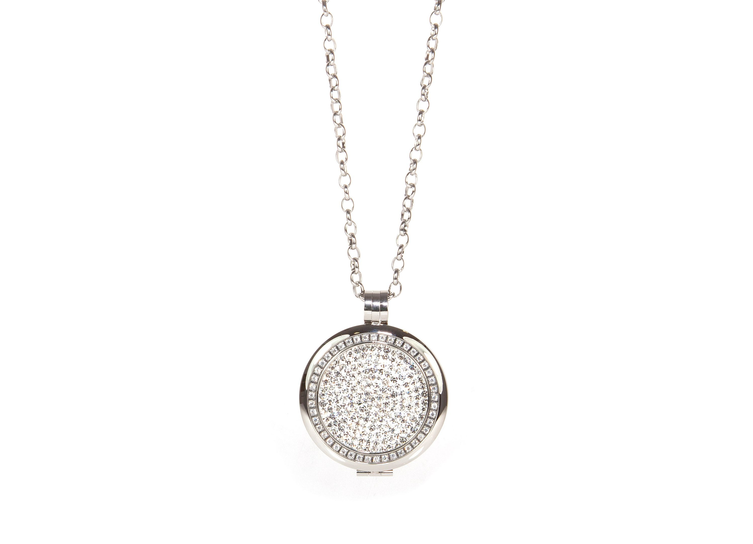 Gorgeous rhodium plated sliver locket with interchangeable center disk!  absolutejewellerycanada.com