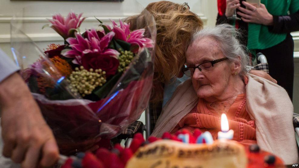 توفيت الصحافية البريطانية كلير هولينجورث، المراسلة الحربية التي غطّت أحداث الحرب العالمية الثانية عام 1939، عن عمرٍ يناهز...