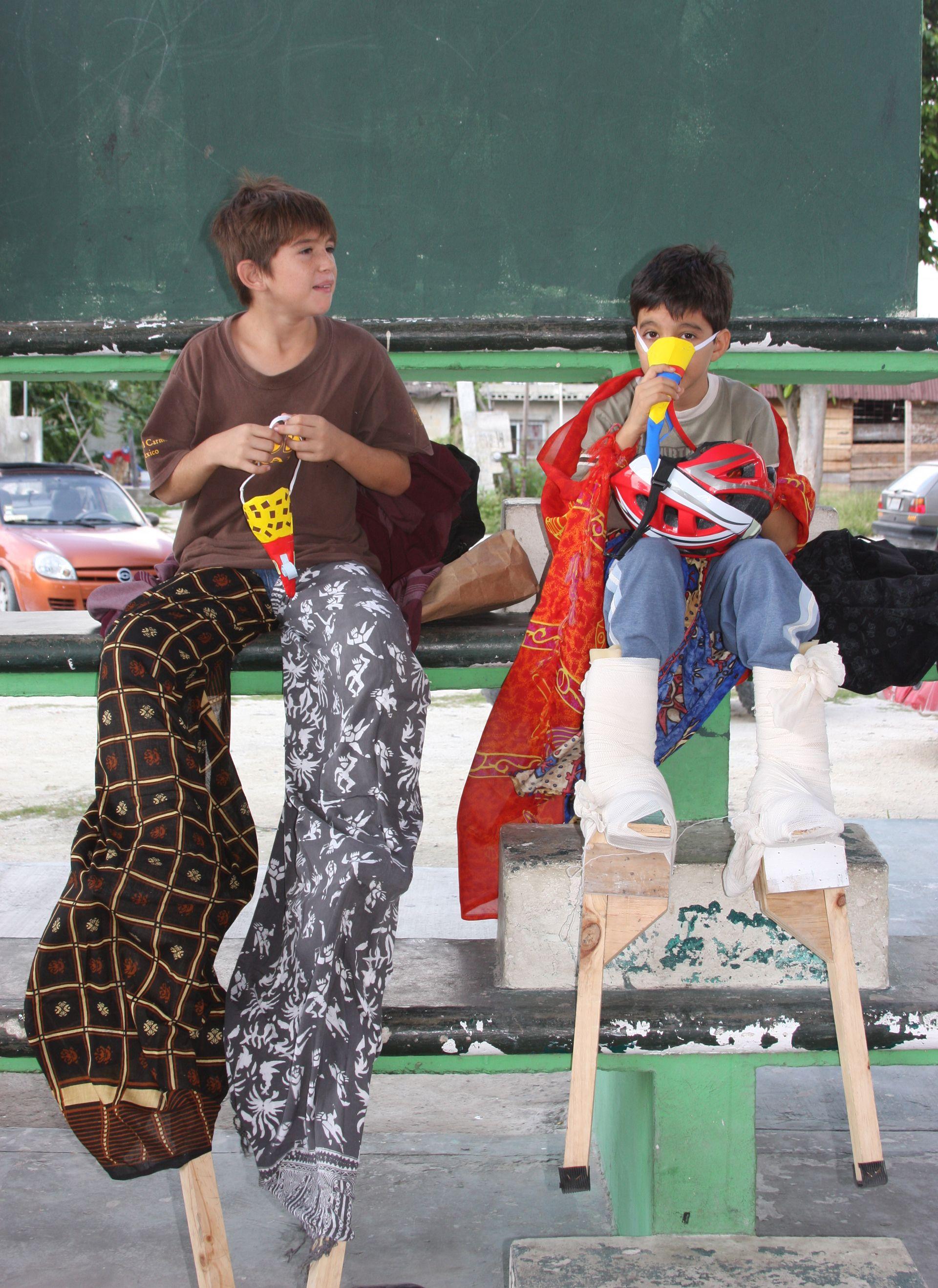 "Puerto Morelos ""Artes de Circo"" kids festival in square painted faces"