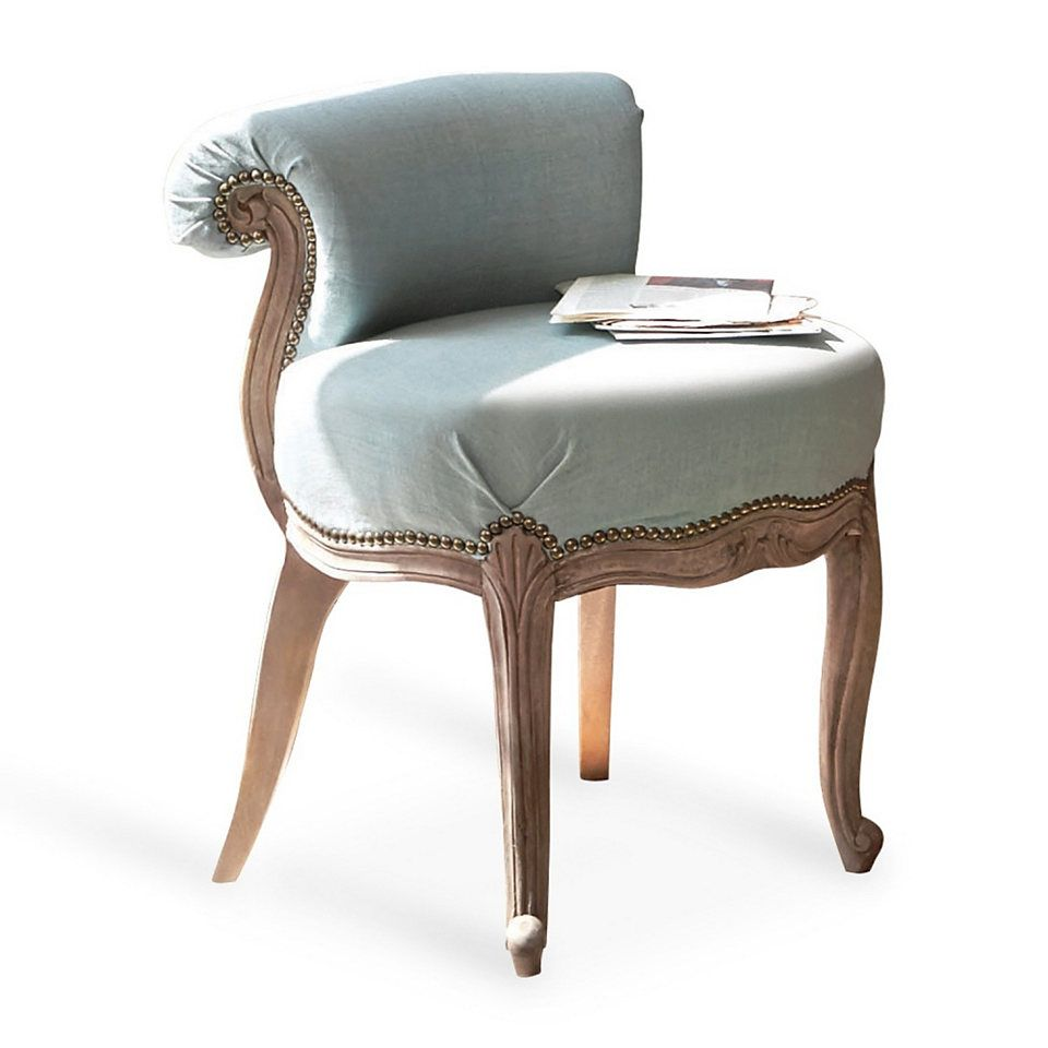 Wunderschöner Sessel mit edlen Schnitzereien, für das Wohnzimmer oder auch im Schlafzimmer schön anzusehen.