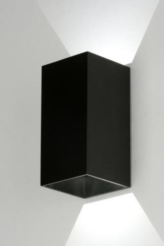Strakke LED wandlamp in rechthoekige vorm. Dit fraaie armatuur is ...