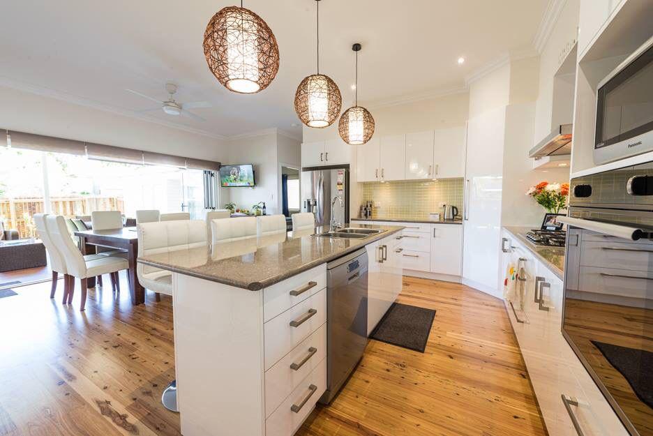 White House modern home decor kitchen style
