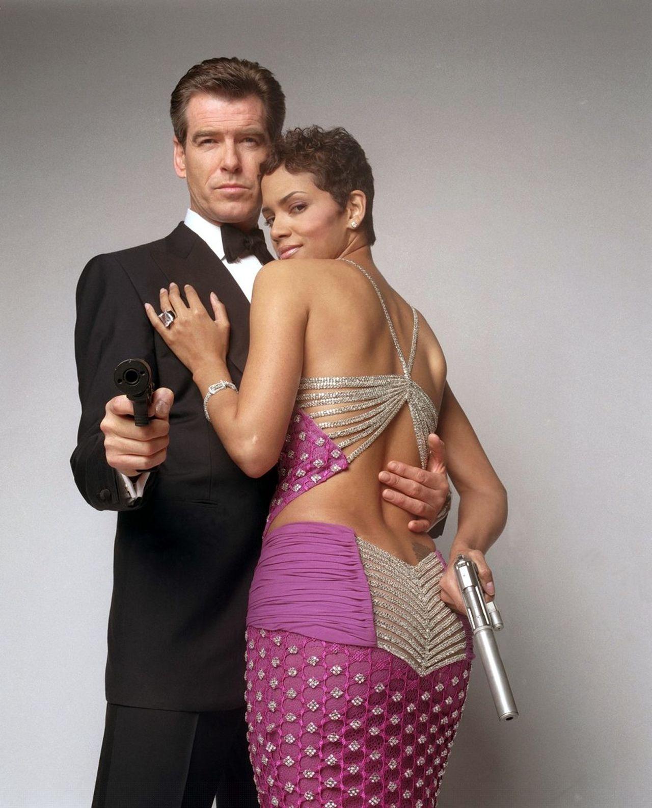 Halle Berry James Bond : halle, berry, james, 2002., Halle, Berry,, Pierce, Brosnan., James, Girls,, Women,, Women