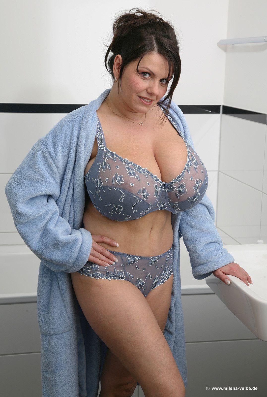 Sexy upskirt cheerleader pussy