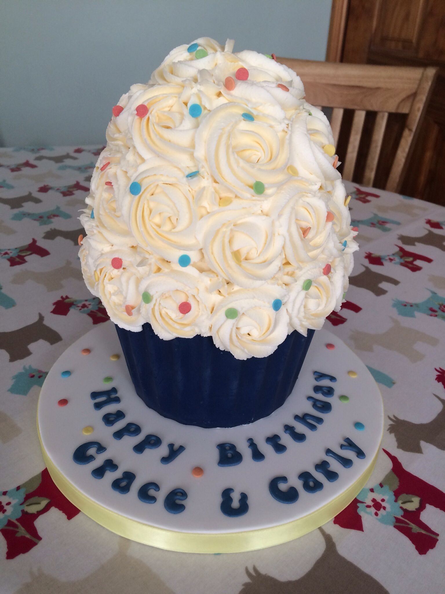 Giant cupcake with sprinkles   Giant cupcakes, Cake ...