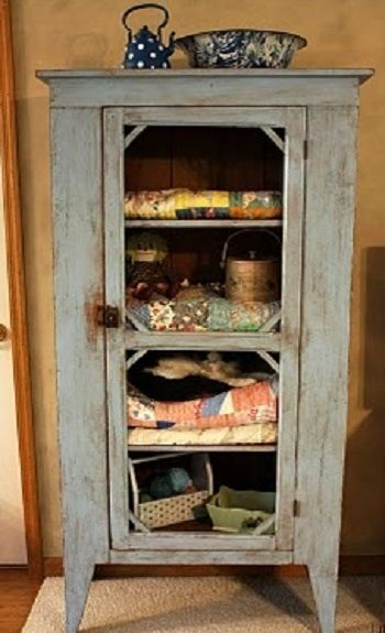 old handmade primitive pie safenow redone with stacks of old quilts on the shelves by heartfelt and homemade get jelly cabinet back to stack quilts in - Rustikale Primitive Kchen